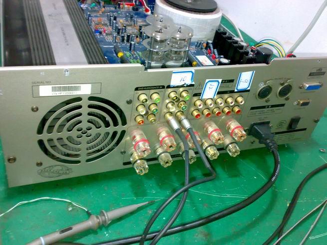 威發、威萊、麗尊、愛浪、山水、雅佳音響功放重慶維修電話023-68551681.4000666284. 威發VIFA、威萊VALLE、麗尊LINKMAN、愛浪ANLIGHT、山水SANSUI、雅佳AIKI這幾個品牌都是中山美加集團生產的音響產器,在市場上有著較大的占有量。重慶渝成音響維修網專業提供這些音響功放的維修業務,重慶市區可以上門服務,廠家原裝配件,統一標準收費。 維修實例 實例一:愛浪T9000AV功放開機幾秒鐘保護關機,有時候能放一兩分鐘且聲音正常。 檢修過程:該機外觀時尚,大氣,中文顯示屏和操